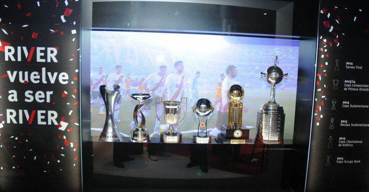 Trofeos en el museo de River Plate (http://www.cariverplate.com.ar/imagenes/contenidos/2015-12/3610-museosigloxxi-03.jpg)