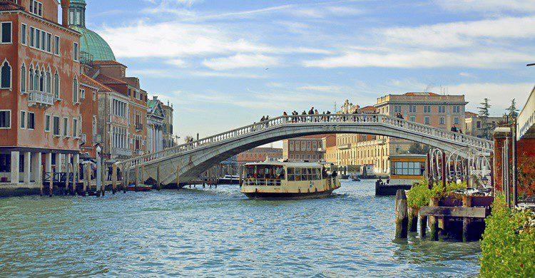 Puente de los Descalzos. Bernotto (iStock)