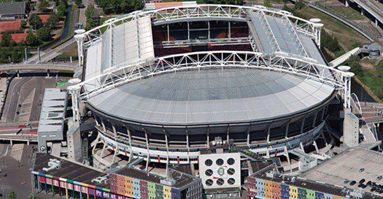 Amsterdam Arena (http://english.ajax.nl/upload/701643ef-b203-4e26-a640-4bc3f3d07c10_arena.jpg)
