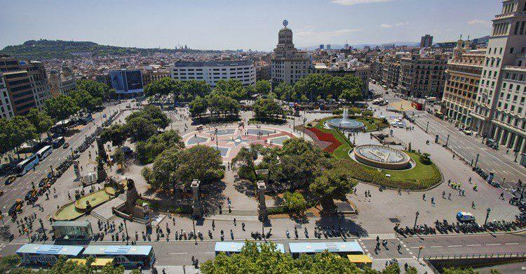 Plaza Cataluña en Barcelona. Thehague (iStock)