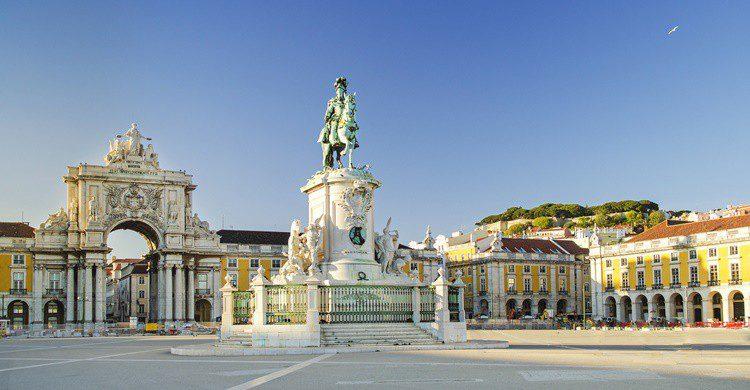 Plaza del Comercio en Lisboa. jackmalipan (iStock)
