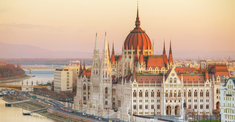 Si vas a Budapest, no te puedes perder sus famosas aguas termales. (iStock)