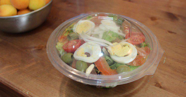 Una de las ensaladas take away (Frutal de la calle Orense, Facebook)