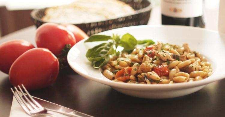 Plato de pasta en la mesa (Web de Trattoria La Tavernetta)