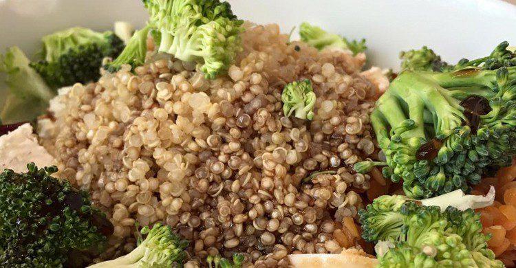 Quinoa, brócoli, huevo, lenteja roja, feta… (Petit Appetit, Facebook)