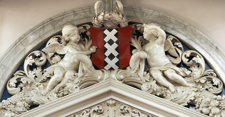 El escudo de Ámsterdam (iStock)