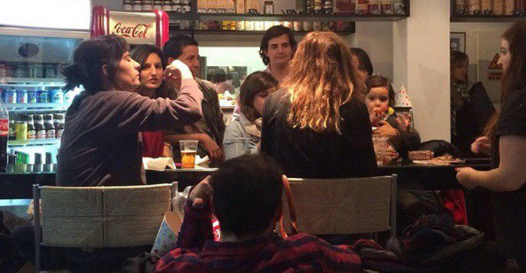 Jóvenes en Lemme's (https://www.instagram.com/lemmes.es/)