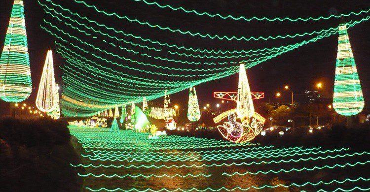 Río Medellín iluminado en Navidad. Edgar Jiménez (Flickr)