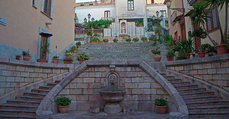 Escalinata de San Marco d'Alunzio. Goldmund100 (Wikipedia Creative Commons)