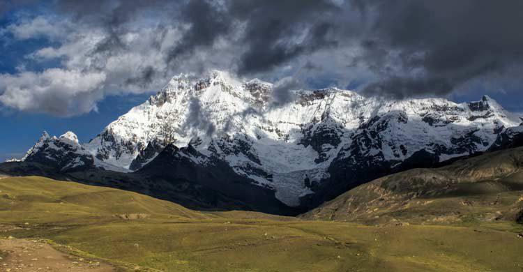La cima de Ausangate se encuentra a unos 6.400 metros de altitud (iStock)