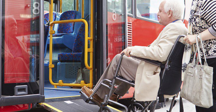 Autobús adaptado (istock)