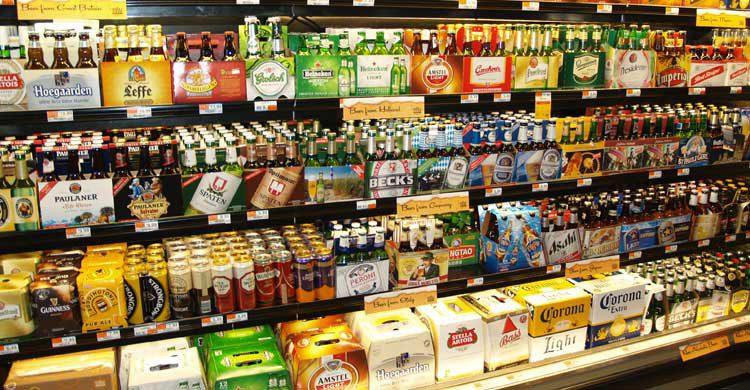 Comprar la comida y la bebida en el supermercado es una forma de ahorrar dinero en el viaje (wikimedia.org)