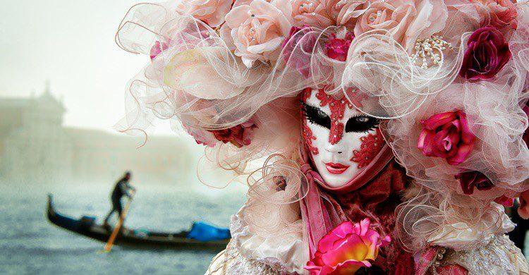 Máscaras y canales en Venecia. Shahramazizi (iStock)