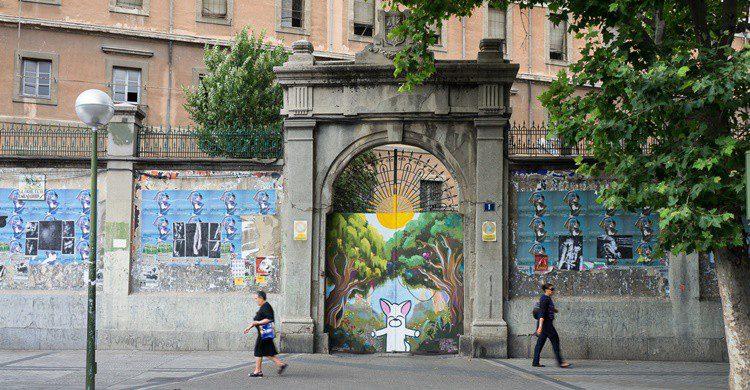 Una de las puertas de entrada a La Tabacalera. R2hox (Flickr)