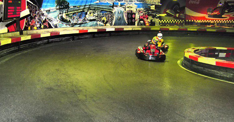 Pista del circuito indoor de Barcelona (http://indoorkartingbarcelona.com/index)