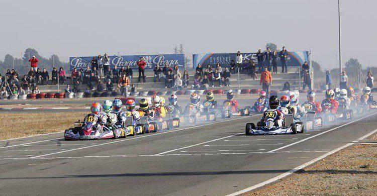 Imagen de la salida de una carrera en el circuito valenciano (http://www.kartodromovalencia.com/)