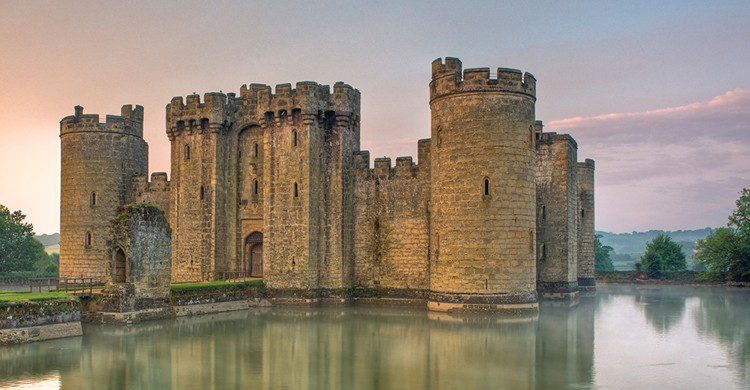 Castillo inglés de Bodiam (wikimedia.org)