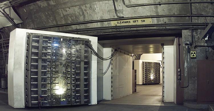 Entrada del búnker (USAF photo, Wikipedia)