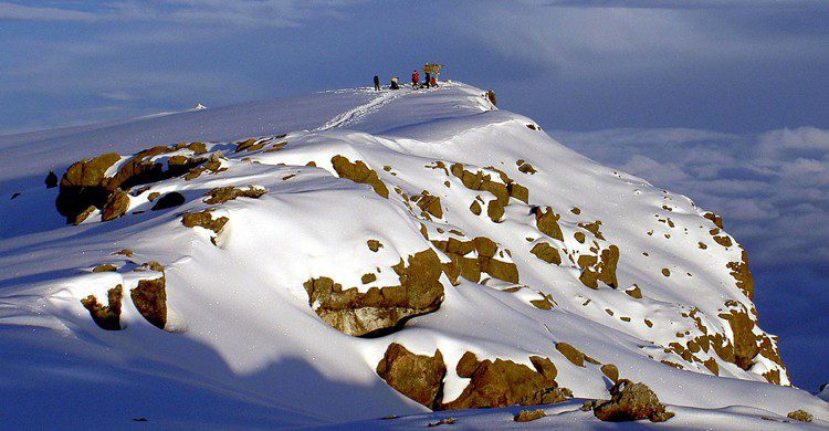 El pico Uhuru, en el monte Kilimanjaro, es el punto más alto de África (wikimedia.org)