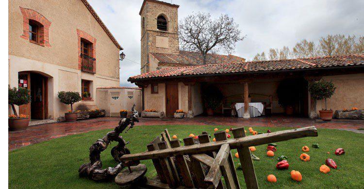 La Portada del Mediodía, un lugar único para degustar el tradicional cochinillo (Fuente: laportadadelmediodia.com)