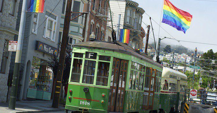 Tranvía por el barrio de Castro. PeskyMonkey (iStock)