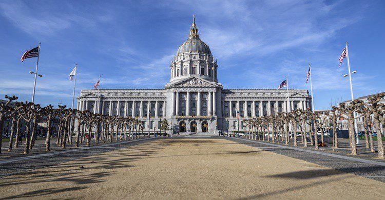 San Francisco City Hall. Trekandshoot (iStock)