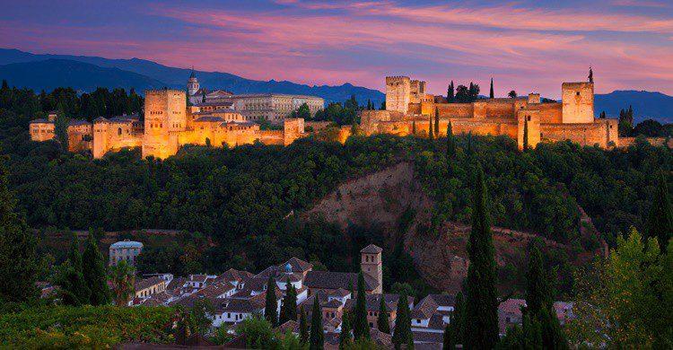 Vista de la Alhambra al atardecer. JoseIgnacioSoto (iStock)