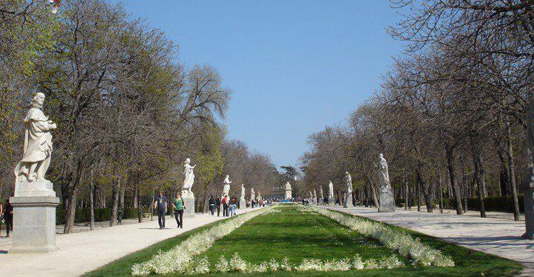 Paseo de las Estatuas del Retiro (wikimedia.org)