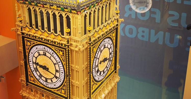 La réplica de la Torre del Reloj ha llevado casi 2.300 horas de trabajo (Twitter)
