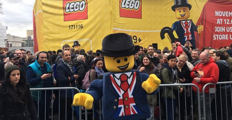 La inauguración de la tienda de LEGO más grande del mundo tuvo lugar el 17 de noviembre de 2016 (Twitter)