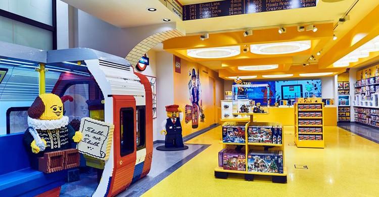 La nueva tienda de LEGO en Londres tiene más de 900 metros cuadrados de superficie (Facebook)