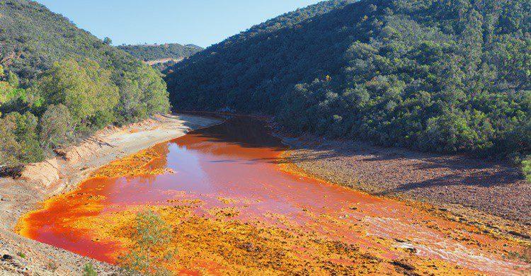 El río Tinto tiene un color especial, aunque es de Huelva. (iStock)