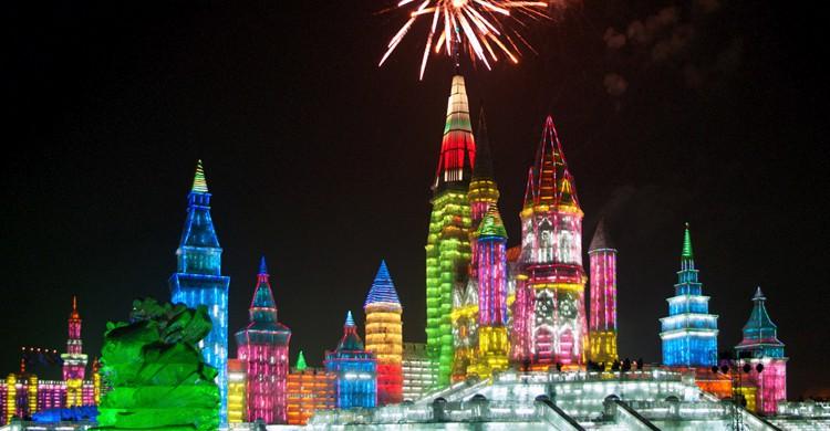 Ciudad de hielo de Harbin en Navidad (Shipsony, iStock)