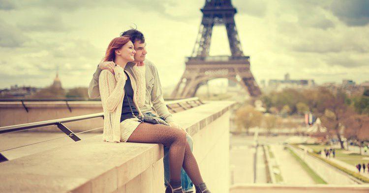 Pareja en París. NataliaDeriabina (iStock)