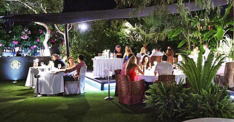 Terraza del Ibiza Restaurant and Lounge de Cavalli. (https://www.instagram.com/cavallibiza/)