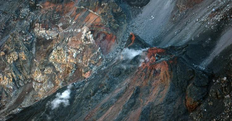 Fumarolas saliendo del cráter (Pierre Guinoiseau, Foter)