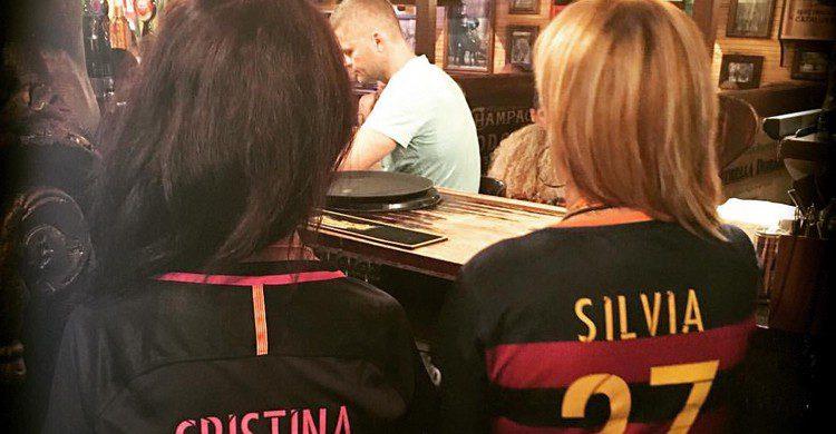 Aficionadas en el bar (La Taverna de Barcelona, Facebook)