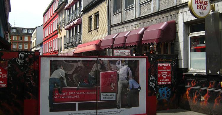 La entrada de la Herbertstraße en Hamburgo