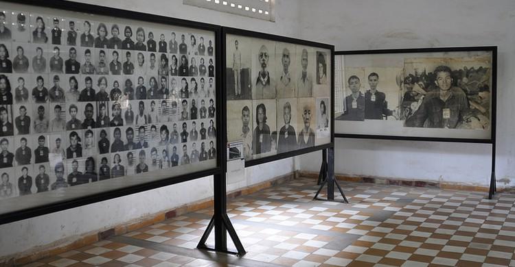 Foto de la exposición de la prisión letal de Tuol Sleng