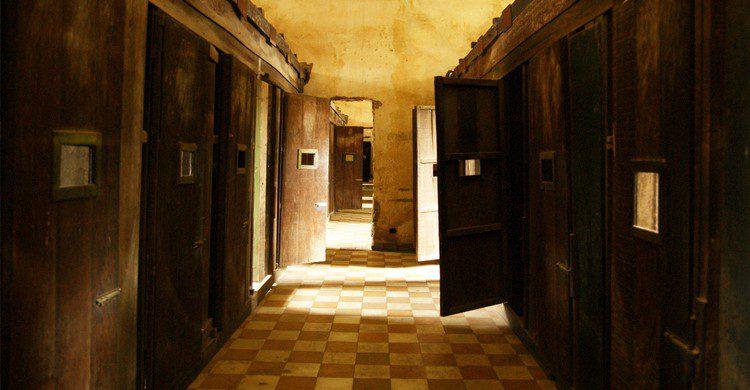Foto de las galerías de la prisión letal Tuol Sleng