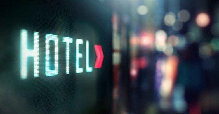 Cartel indicador de hotel. Phive2015 (iStock)