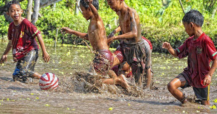 Niños de Indonesia