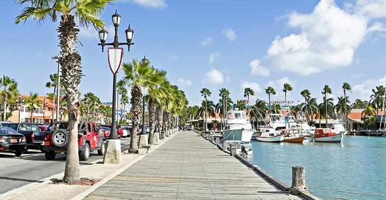Vista general de un puerto en la isla de Aruba