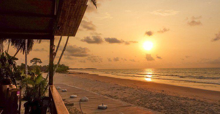 Atardecer en una playa de Guinea Ecuatorial