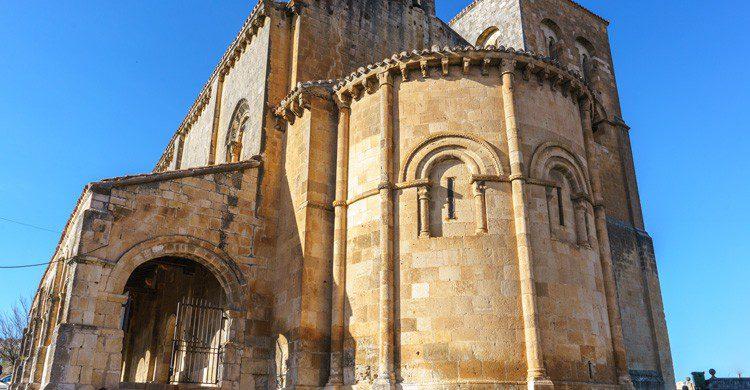 iglesia de San Salvador en verano