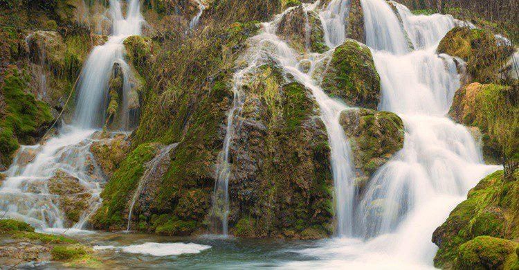 Cascada en plena estación húmeda. Javier Colmenero (Flickr)