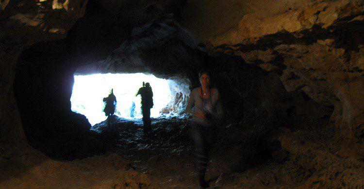 Cueva en Orbaneja del Castillo. Samu (Flickr)