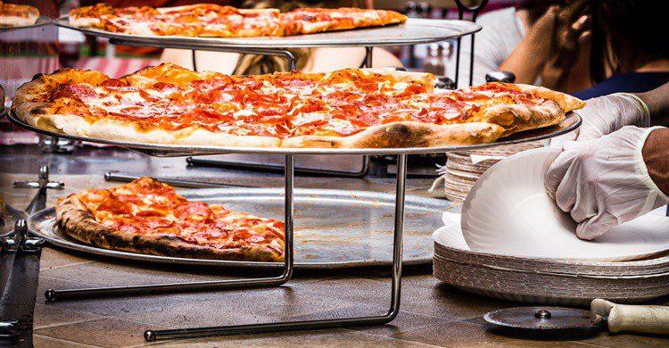 Típica pizzería de barrio italiano. DanHenson1 (iStock)
