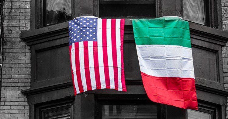Banderas italiana y estadounidense, juntas. DanHenson1 (iStock)