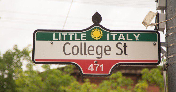 Señal de Little Italy en Toronto. Mikeinlondon (iStock)